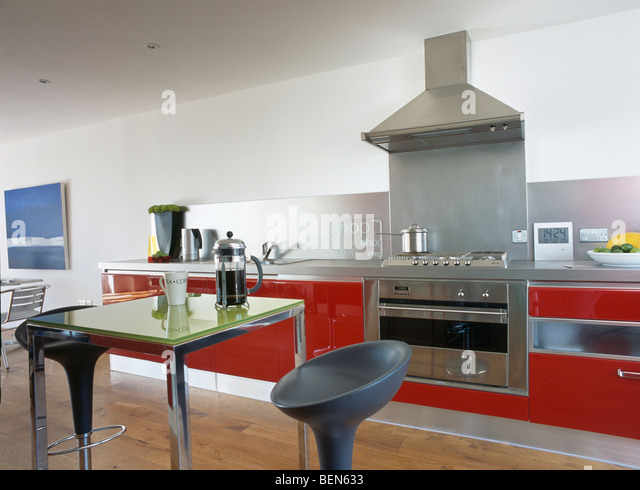 Cafetieres stock photos cafetieres stock images alamy for Red fitted kitchen