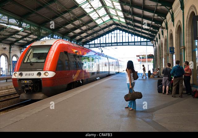 passenger train france stock photos passenger train france stock images alamy. Black Bedroom Furniture Sets. Home Design Ideas