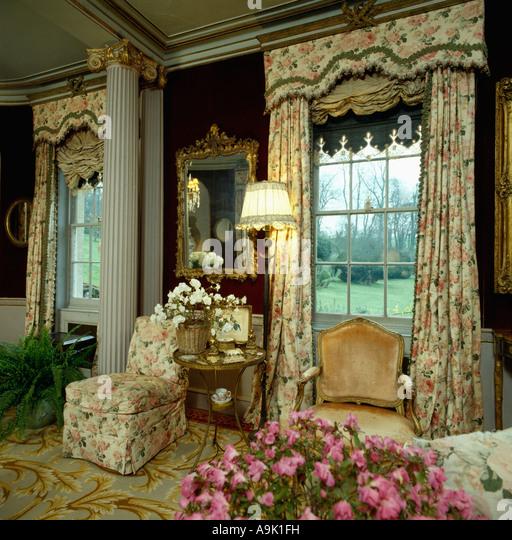 Floral Gardinen Und Pelmet Am: Curtain Pelmet Stock Photos & Curtain Pelmet Stock Images