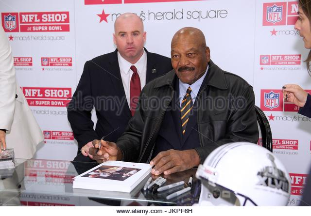 the legendary jim brown But before these protests get out of hand, all of these players should listen to legendary hall of fame running back of the cleveland browns, jim brown, who shut the idea of kneeling down with only two words.