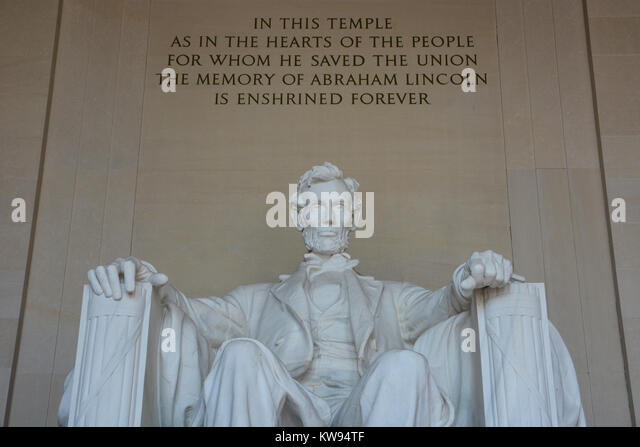 Abraham Lincoln Sitting Statue