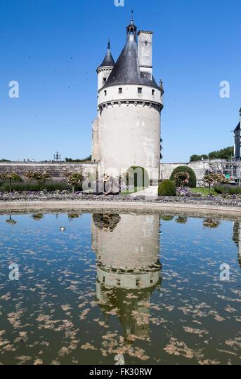 Chenonceau garden stock photos chenonceau garden stock for Castle gardens pool