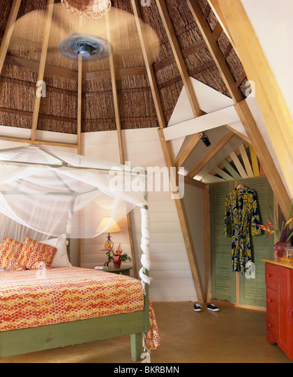 four poster bed red stock photos & four poster bed red stock