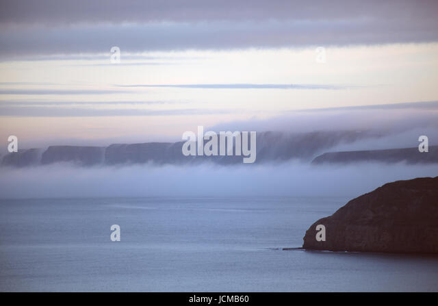 Mist falling on cliffs - Stock Image
