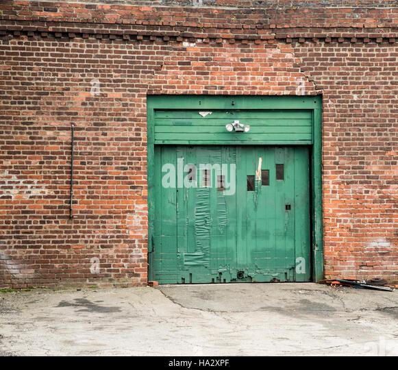 Old green garage door - Stock Image - Antique Old Garage Stock Photos & Antique Old Garage Stock Images