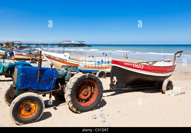 Tractor Pull Boats : Tractor cromer beach boats stock photos