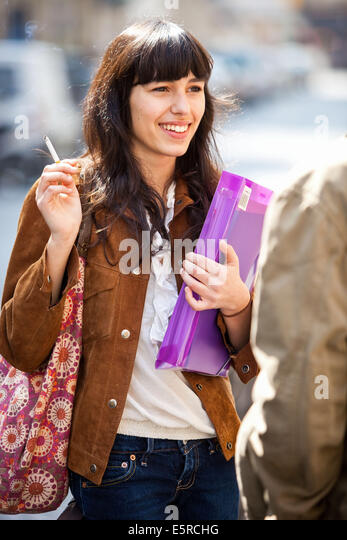 https://l7.alamy.com/zooms/7cac5bacfad54eb590a9a7ae62ce3033/teenage-girl-smoking-a-cigarette-e5rchg.jpg