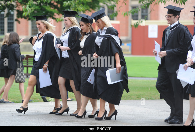 what to wear to graduation ceremony uk