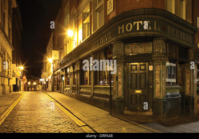 Bee bridge stock photos bee bridge stock images alamy - The hive inn hotel ...
