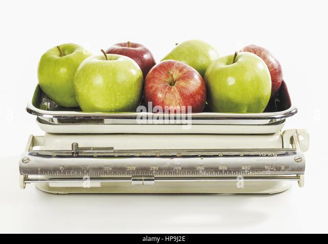 aepfel auf alter kuechenwaage stock image - Kuechenwaage
