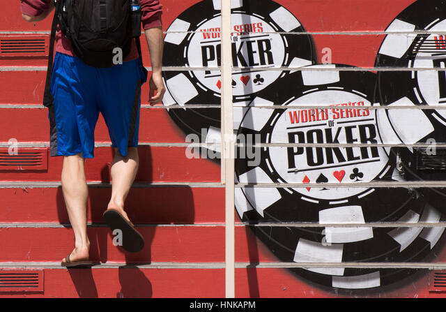 Poker third man walking
