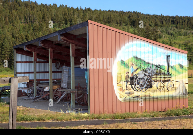 The Tractors Antique Tractor Shed : Forgotten old tractor stock photos