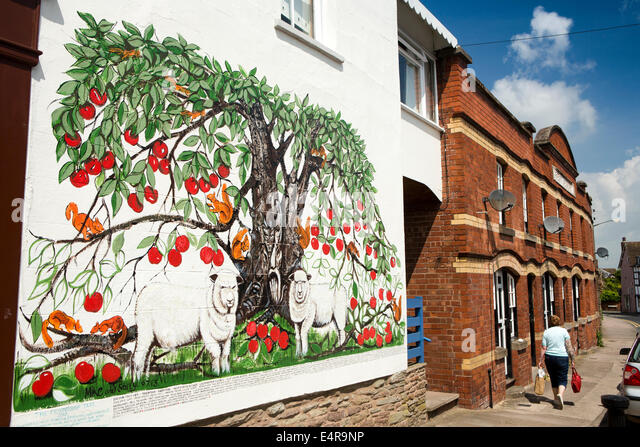 Mural wall artist uk stock photos mural wall artist uk for Apple tree mural