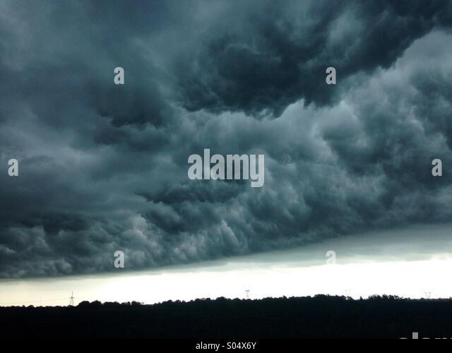 Storm-rolling-in-in-Illinois-S04X6Y.jpg