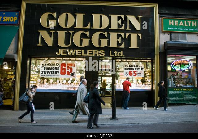 Luxury retailer stock photos luxury retailer stock for Jewelry stores in new york ny