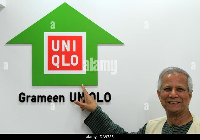 nobel laureate dr muhammad yunus posed with