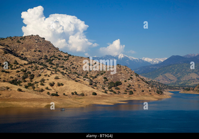 Houseboat usa stock photos houseboat usa stock images for Lake kaweah fishing