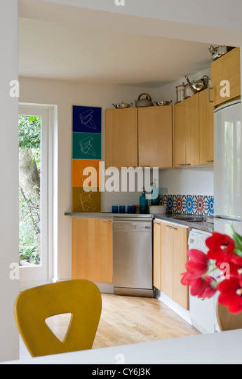 Splashback stock photos splashback stock images alamy for Wooden fitted kitchen