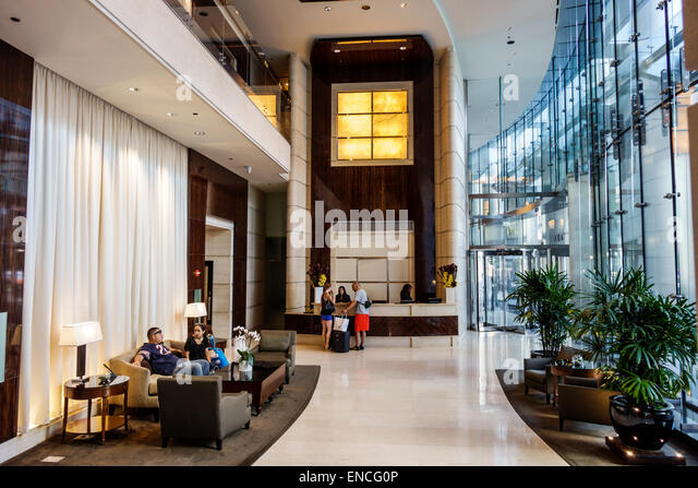 Bellhop hotel usa stock photos bellhop hotel usa stock for Luxury hotels in chicago magnificent mile
