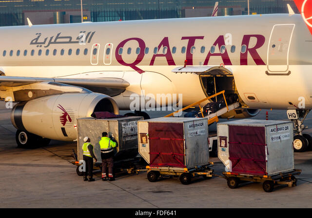 baggage-being-loaded-on-to-a-qatar-airwa