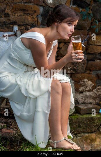 https://l7.alamy.com/zooms/806abd2f0ac84cfdbe616d06567322e6/woman-in-white-dress-beer-cigarette-relaxed-czech-eackx5.jpg