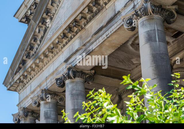 ionic columns and dentil -#main