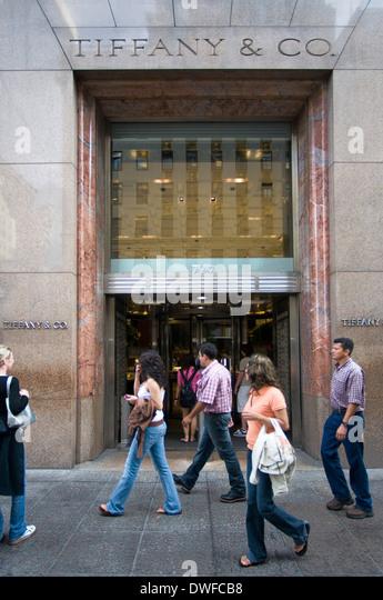 Tiffany & Co. 727 Fifth Avenue and 57th Street. Telephone 212-755-8000. (Mon-Fri 10am-7pm / Sat 10am-7pm / Sun - Stock Image