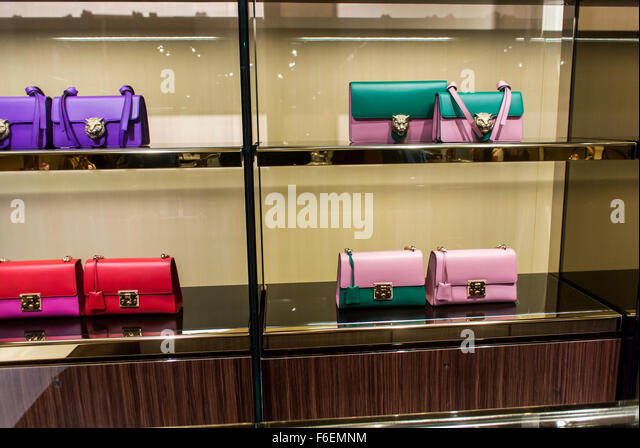 paris france gucci store stock photos paris france gucci store stock images alamy. Black Bedroom Furniture Sets. Home Design Ideas
