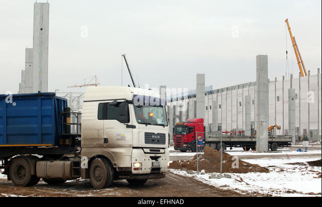 Wrzesnia, Poland. 4th Feb, 2015. Construction workers are busy working