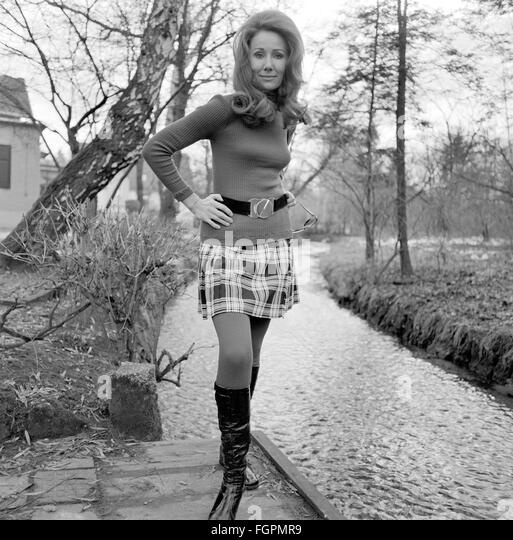 Mini Skirt 1960s Stock Photos & Mini Skirt 1960s Stock Images - Alamy