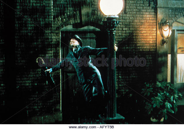gene kelly singing in the rain stock photos gene kelly singing in the rain stock images alamy. Black Bedroom Furniture Sets. Home Design Ideas