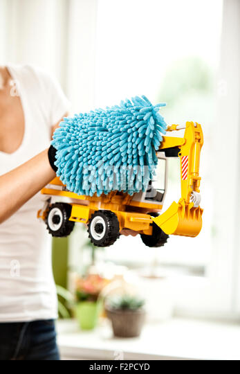 how to clean a feather duster