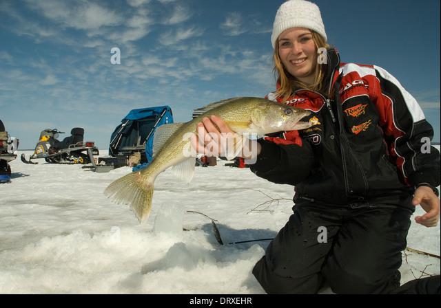 Ice fishing girls - photo#14