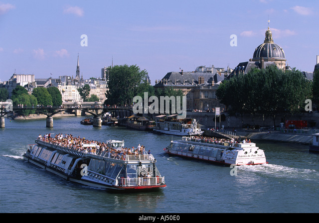 bateaux parisiens stock photos bateaux parisiens stock images alamy. Black Bedroom Furniture Sets. Home Design Ideas