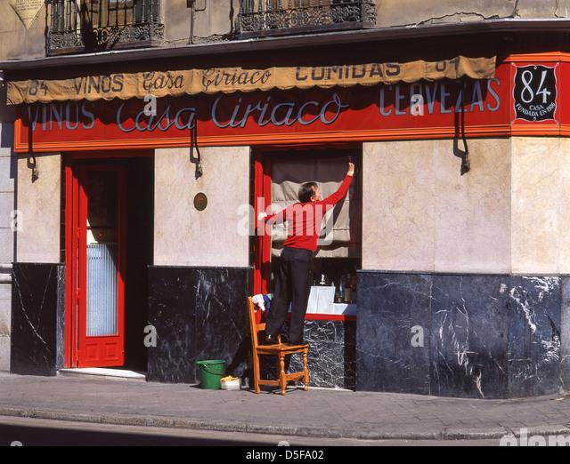 Ciriaco stock photos ciriaco stock images alamy for Calle marques de riscal