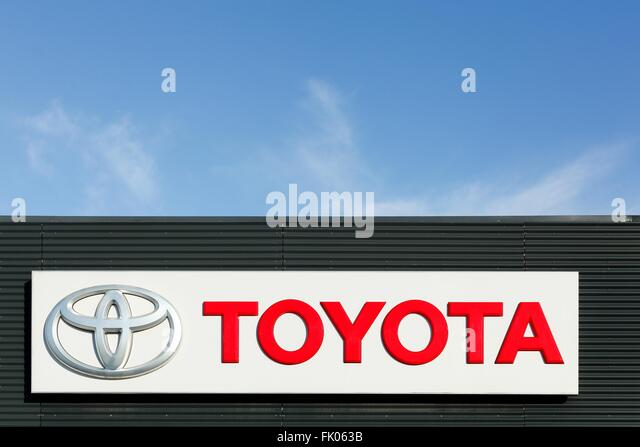 Toyota Sign Stock Photos Amp Toyota Sign Stock Images Alamy