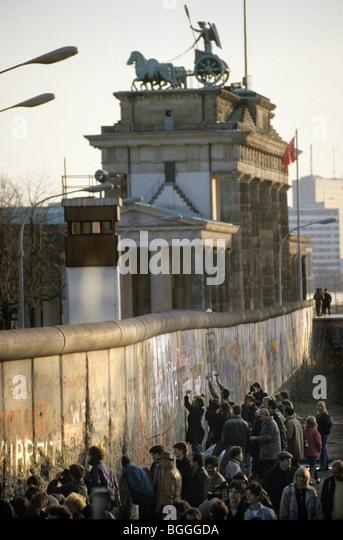 Destruction Of The Berlin Wall Destruction Of Berlin ...