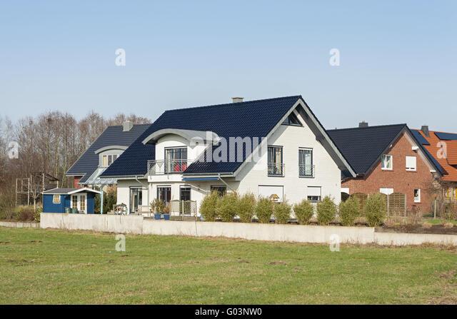 Häuserfassaden Modern mehrfamilienhaus dach modern stock photos mehrfamilienhaus dach