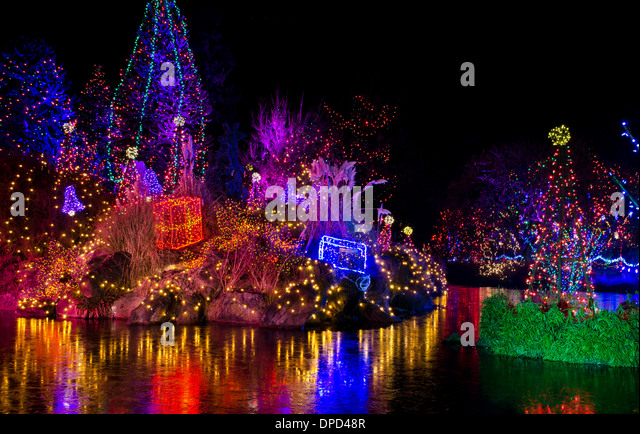 beautiful-colourful-holiday-light-show-a