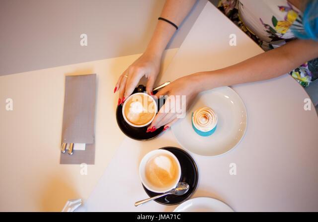 Få dating cafe