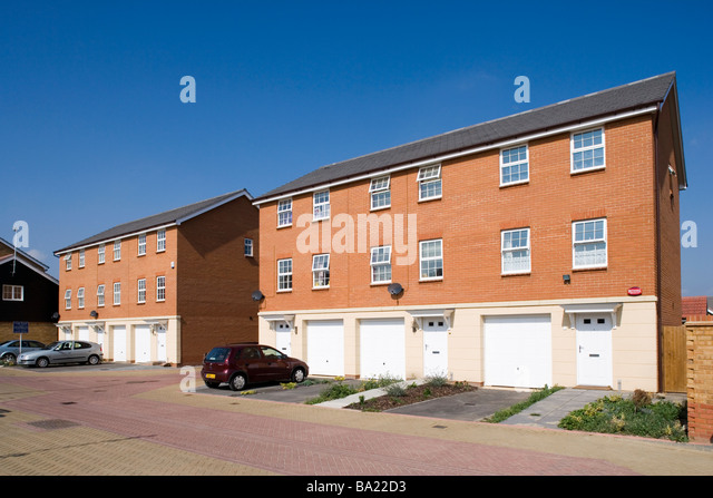 Terraced house garage stock photos terraced house garage stock images alamy - Terraced modern homes with underlying garage ...