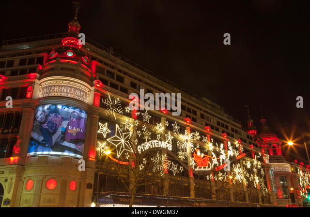 Christmas decorations on the exterior of au printemps department store
