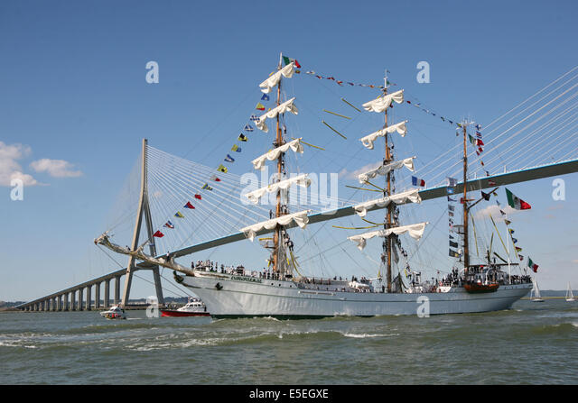 Rouen armada stock photos rouen armada stock images alamy for Haute normandie rouen
