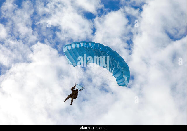 Parachute Jumper Stock Photos Amp Parachute Jumper Stock