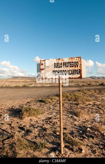 suelo protegido protegido acampar sign at El Cotillo Fuerteventura ...