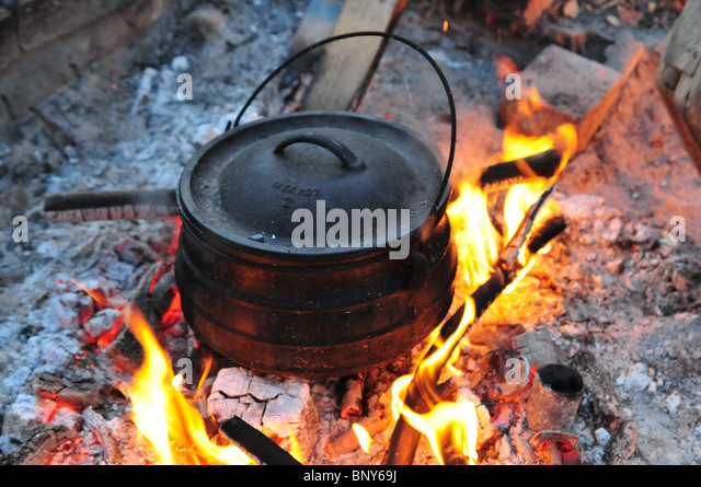 Cast iron open fire cooking stock photos cast iron open for Fire pots south africa
