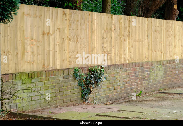 Low Wooden Fence Staxel: Hard Landscaping Stock Photos & Hard Landscaping Stock