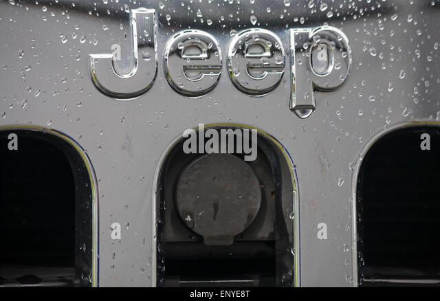 Jeep Logo Stock Photos & Jeep Logo Stock Images - Alamy