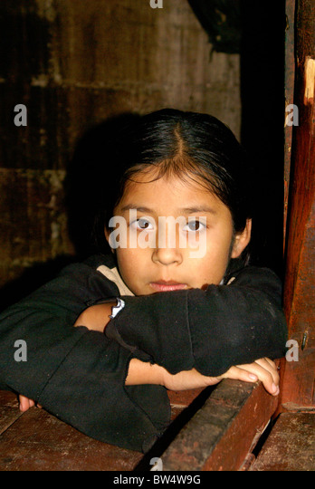 portrait-of-a-maya-girl-in-coban-alta-ve