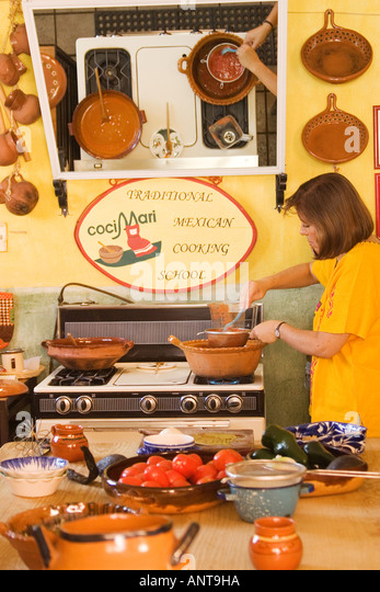 Solorzano stock photos solorzano stock images alamy for Traditional mexican kitchen